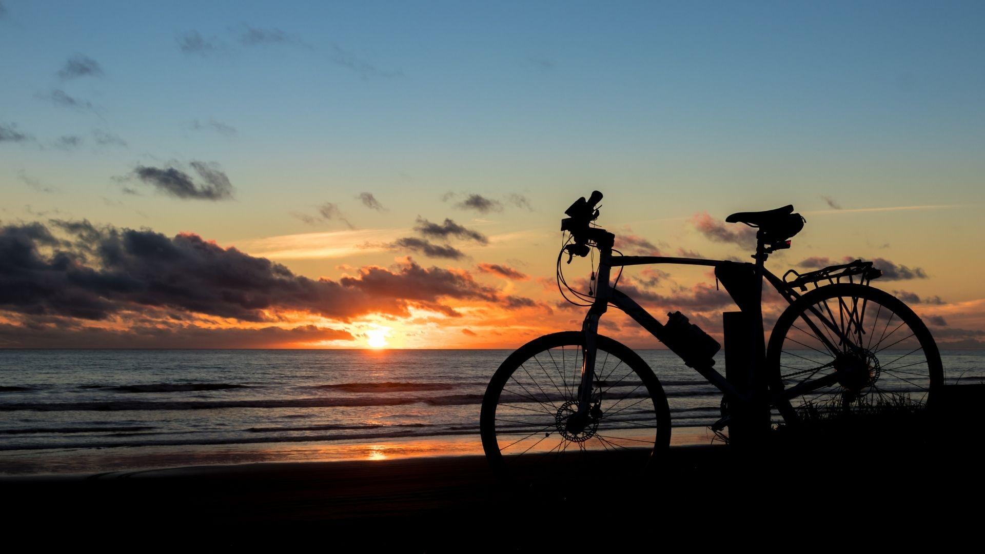 vélo plage transport chargement ballade bivouac cyclisme cycliste été summer